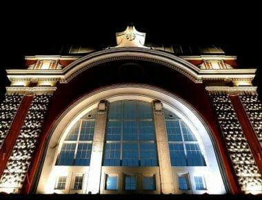 ЖП гара Варна през нощта