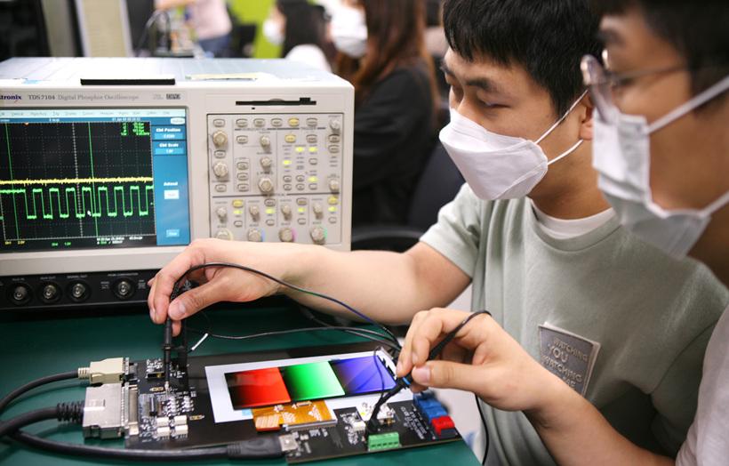 OLED дисплеи на Samsung с адаптивна честота на опресняване
