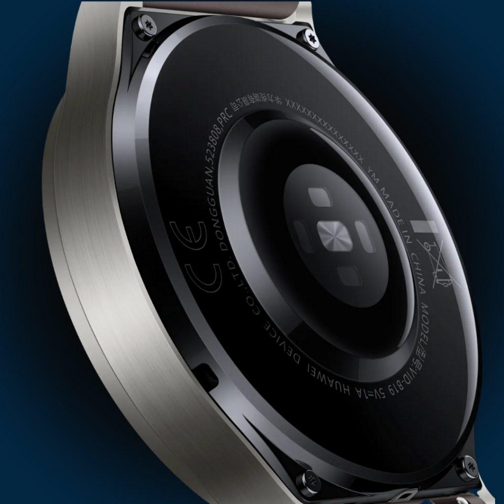 Гърбът на часовника, който контактува с човешката кожа, е изработен от керамика (за разлика от Watch GT2), което не само е приятно за кожата, но намалява риска от контактни алергии. Чрез интегрираните в него сензори ефективно се анализират фазите и качеството на съня, а за повече прецизност е добавен втори, черен сапфир кристал.