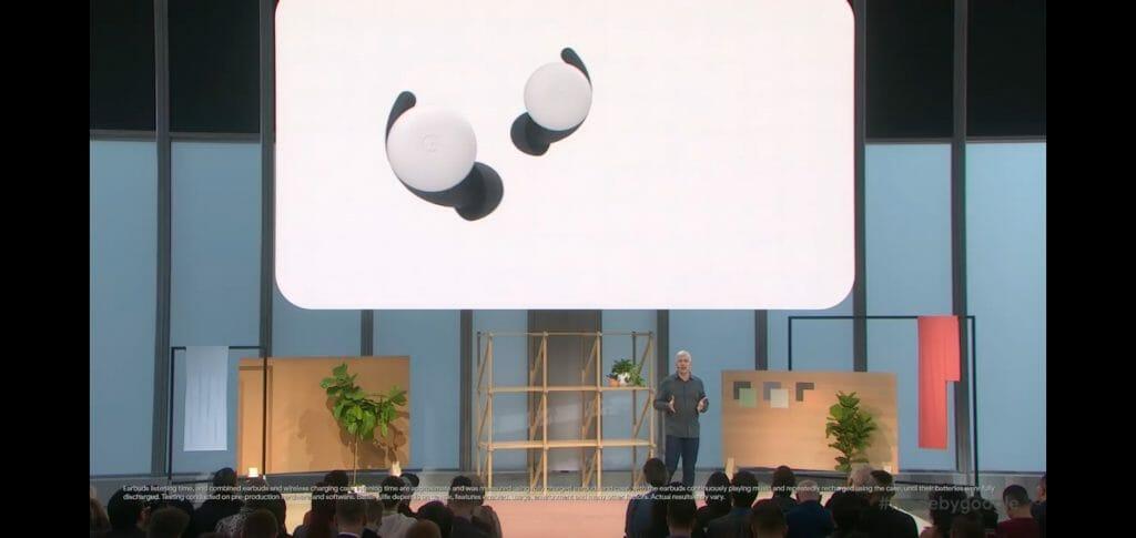 Rick Osterloh - старши вицепрезидент на Google за продукти и услуги представи второто поколение Pixel Buds.