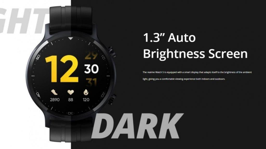 Realme Watch S с кръгъл циферблат и 1.3 LCD инчов екран, с резолюция 360×360. Защитата на дисплея е Gorilla Glass 3. Новият часовник на компанията е оборудван със сензор за мониторинг на пулса, измерване на кислорода в кръвта (SpO2) и е водоустойчив (IP68).