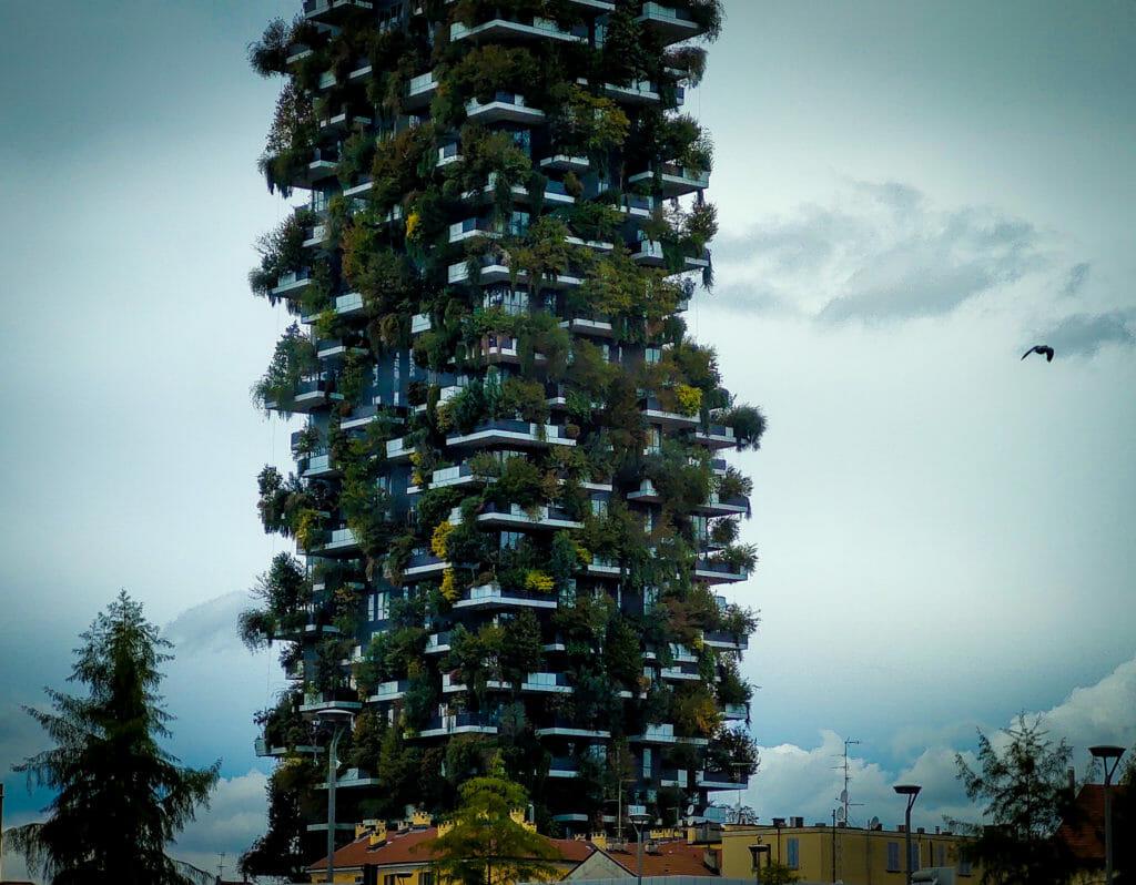 Bosco Verticale, Милано - мобилна фотография на Росен Илиев, заснета с Motorola One Zoom през октомври 2020г.