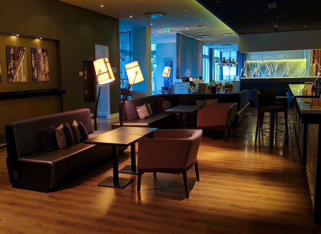 Хотелски интериор, Талин, Естония - мобилна фотография на Росен Илиев, заснета с Motorola One Zoom през октомври 2020г.